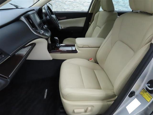 ゆったりした座り心地ながら体をしっかり支えるシート!長距離ドライブも疲れにくくなっています。
