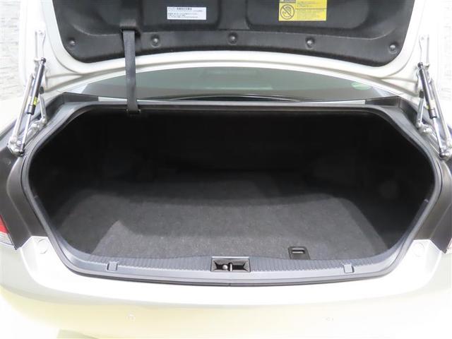 ダンパーが積荷の邪魔にならない、開口部が広く荷物を載せやすいトランクルーム。
