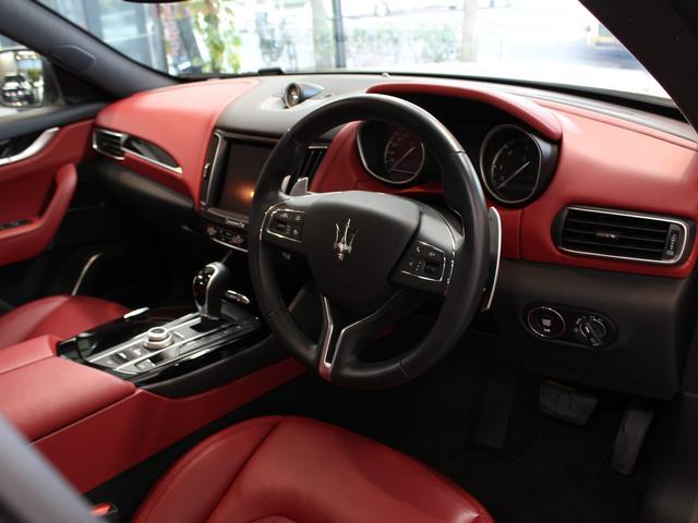 「マセラティ」「マセラティ レヴァンテ」「SUV・クロカン」「東京都」の中古車31