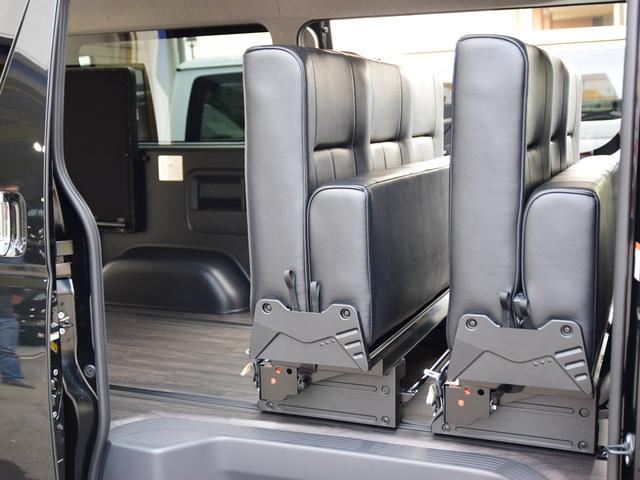 トヨタ ハイエースバン S-GL ダークプライム 3列シートフルフラット デモカー
