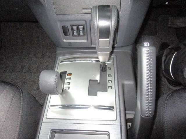 3.2L ロング エクシード ディーゼルターボ 4WD 7人(9枚目)