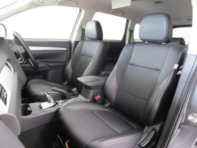 2000 Gナビパッケージ 4WD 5人乗り フロアシフト MMCSメモリーナビ・フルセグTV・サイドビューカメラ・バックビューカメラ・HIDヘッドランプ・フォグランプ・オートライト・電動Rハッチ・AC100V/1500W・クルコン・ETC・バッテリー残97%(15枚目)
