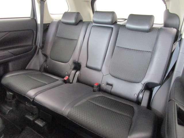 2000 Gナビパッケージ 4WD 5人乗り フロアシフト MMCSメモリーナビ・フルセグTV・サイドビューカメラ・バックビューカメラ・HIDヘッドランプ・フォグランプ・オートライト・電動Rハッチ・AC100V/1500W・クルコン・ETC・バッテリー残97%(16枚目)