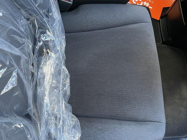 常にドライバーが座る運転席ですが、写真の通り目立つヘタリ等も無く良好な状態です♪気になる様な汚れも見当たりません。