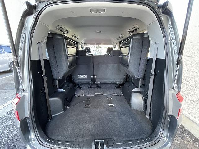 3列目のシートは折りたたみ可能で、更に荷台スペースを確保することができます。