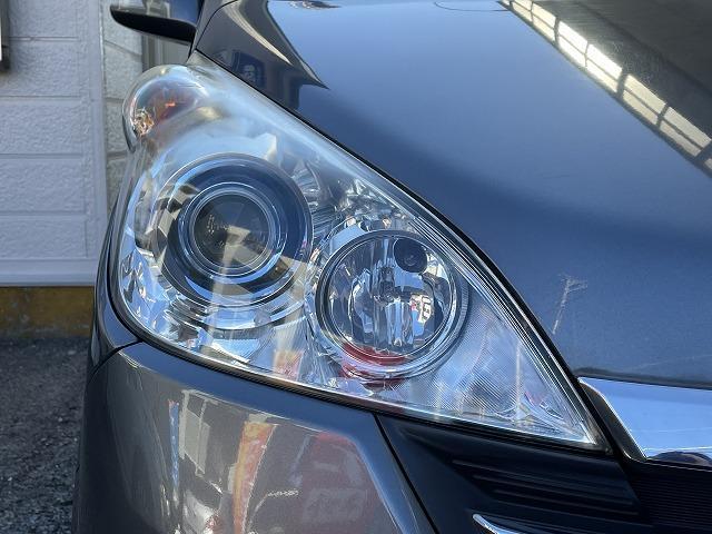 ヘッドライトは左右透明度があり、綺麗な状態を保っております。HIDライトですので夜間のドライヴも安心ですし、見た目の印象も高級感があります♪