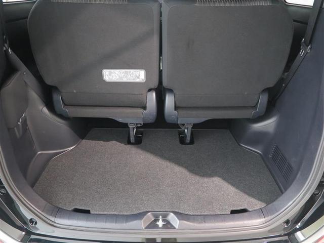 荷室も意外と広く、 3列目のシートを跳ね上げれば 沢山荷物もつめます。