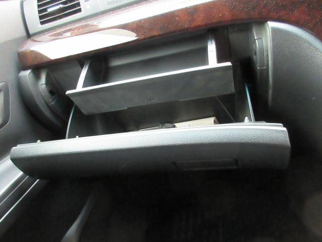 240S 社外HDDナビ フルセグ CD・DVD・MSV・BT・SD バックカメラ サンルーフ 両側パワスラ クリアランスソナー 横滑り防止 ETC ECOモード オットマン Wエアコン 純正18インチAW(54枚目)