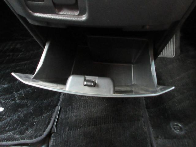 240S 社外HDDナビ フルセグ CD・DVD・MSV・BT・SD バックカメラ サンルーフ 両側パワスラ クリアランスソナー 横滑り防止 ETC ECOモード オットマン Wエアコン 純正18インチAW(59枚目)