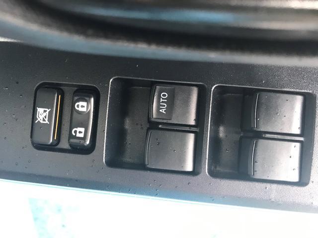 運転席のみオート機能付のパワーウィンドウとなっています。