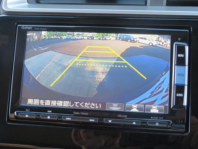 バックギアに入れるだけで自動でリヤカメラに切り替わります!車庫入れやバックが苦手な方に大変便利な機能です!