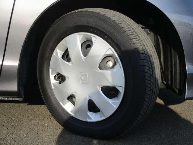タイヤサイズ 185/65/15です。もちろんタイヤの山もタップリ残ってます!すぐに買いかえる心配ありません!是非店頭にてお客様の目でお確かめ下さい。ご来店お待ちしております♪