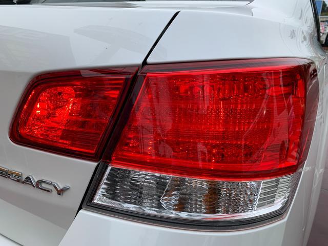2.5iアイサイト ・先進運転支援システムアイサイト・純HDDナビ・フルセグ・DVD再生・Mサーバー・Bluetoothオーディオ・4WD・スマ―トキー・純正17AW・ETC(40枚目)