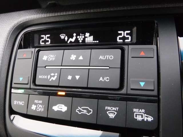 ☆運転席・助手席でエアコン温度調節可能です♪☆