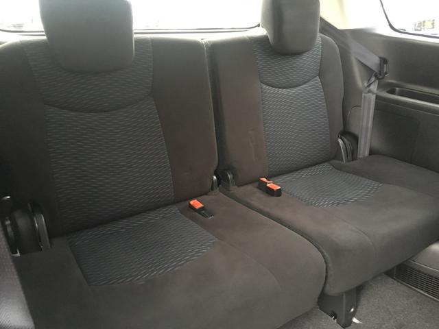 サードシートもゆったりと座れそうですね^^使用感もほとんどありません!