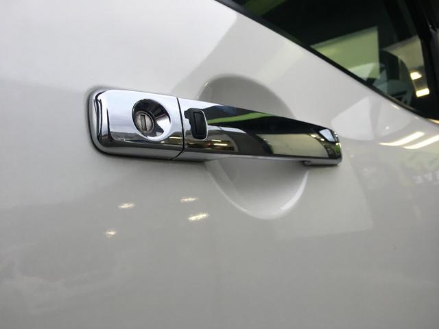 スマートキー用のドアハンドルはきれいなメッキとなっております^^