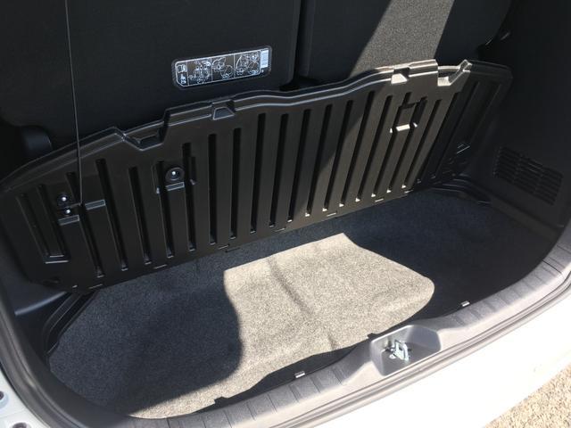 フロアボードを開ければ、背の高い荷物も積みこむことが可能です。