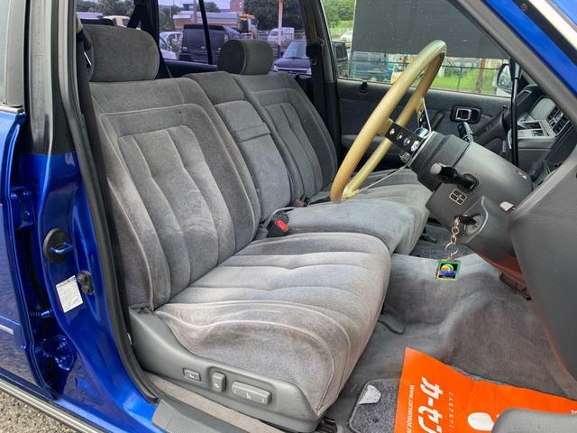 運転席もきれいですね!ふかふかなシートは座り心地もよく、長距離でも疲れにくいです^^
