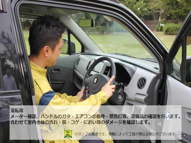 【グー鑑定実施車両】運転席 メーター確認、ハンドルのガタ・エアコンの動作・警告灯等、電装品の確認を行います。合わせて室内全体の汚れ・傷・コゲ・におい等のダメージを確認します。