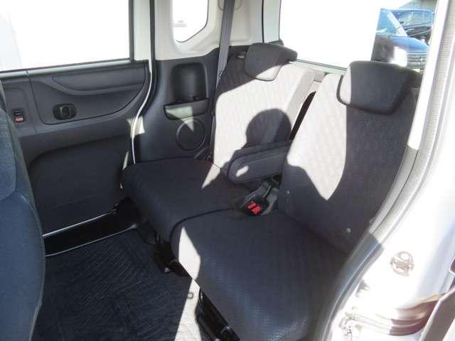 後部座席もとても広いスペースとなっております!