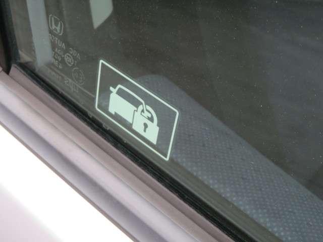 大切なお車を盗難から守ってくれる強い味方のイモビライザーを装備しています!さらに、セキュリティアラームつきです!!