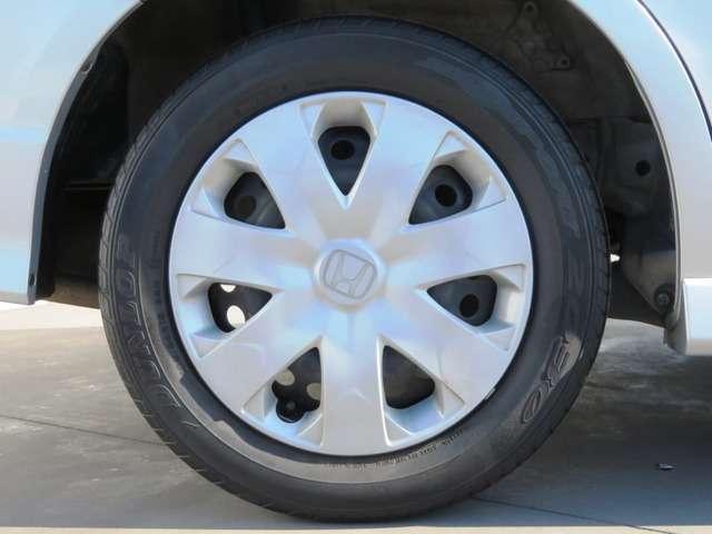 タイヤサイズは185-65-15です。