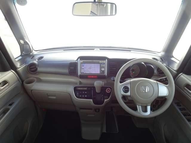 広々とした視界が、運転にゆとりを広げます。