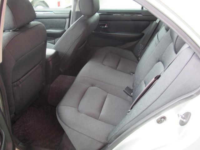 後部座席もリラックスできる空間になっています!圧迫感なく快適です★