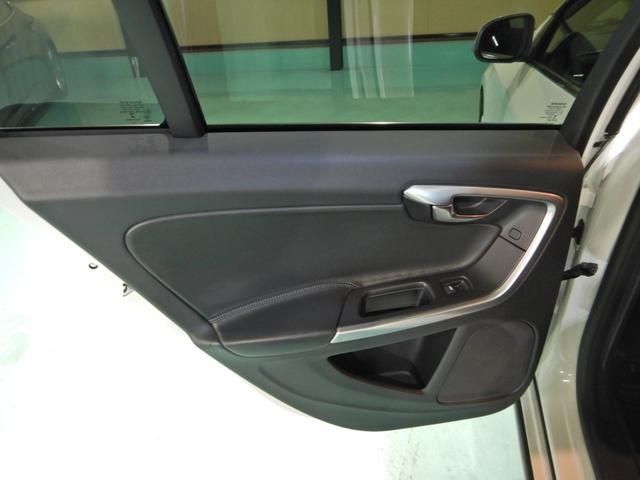 D4 タック ワンオーナー 黒本革シート シートヒーター インテリセーフ10 PCCキーレスドライブ アダプティブクルーズコントロール リアビューカメラ(12枚目)