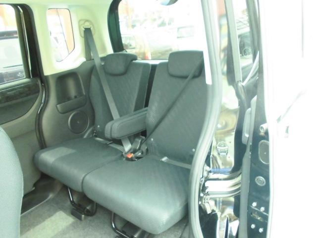 リヤシートも広々便利です!!!座ってみてください!!!