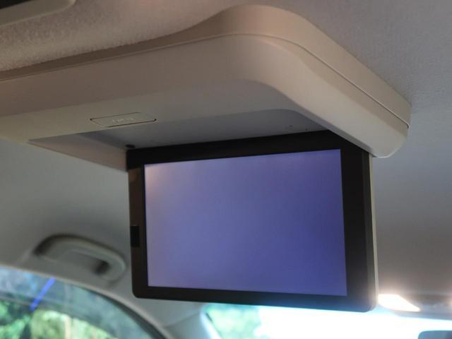 天井には、【純正11型フリップダウンモニター】も装備されております♪お子様など、ロングドライブでも退屈せず楽しくお過ごしいただけます。
