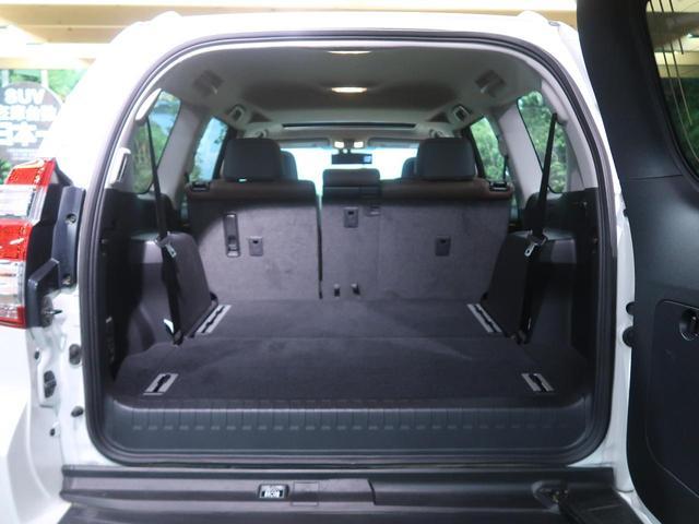 サードシートを収納するとラゲッジルームも広々で荷物の出し入れ楽々です♪