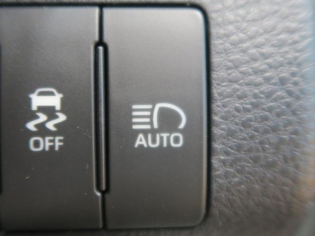 【オートマチックハイビーム】 室内カメラのセンサーが周囲の明るさを検知し、ハイビームで走行可能と判断した場合はロービームをハイビームに自動で切り替え、ドライバーの前方視界確保をアシストします。