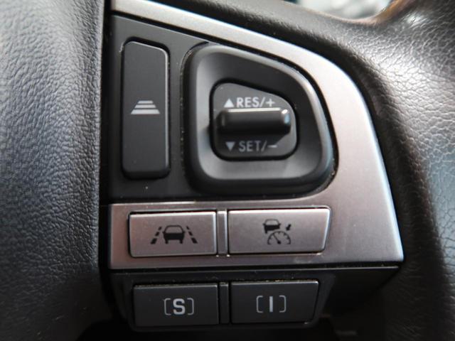 【全車速追従機能付クルーズコントロール】 高速道路で、0km/h〜100km/hの広い車速域で先行車に追従走行。アクセルやブレーキ操作のわずらわしさを軽減し、快適で安全なロングドライブを提供します。