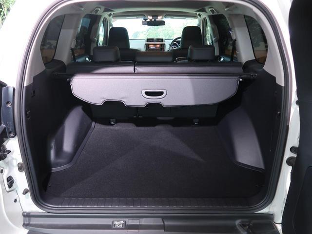 サードシートを収納するとラゲッジルームが広々で荷物の出し入れ楽々です♪