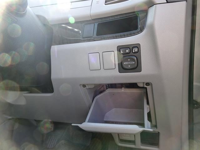 アエラス 平成18年式 走行58700キロ 4WD スマートキー 両側PSD ナビ バックカメラ オートエアコン リアクーラー DVD再生 ビルトインETC  純正17インチアルミホイール 8人乗り 修復歴無し(52枚目)