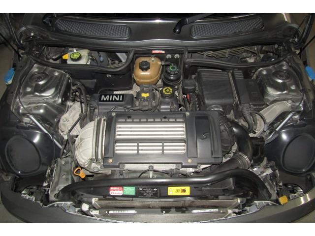 スーパーチャージャー搭載エンジンは、低速域から高速域までスムーズに吹け上がり、ストレスを全く感じさせません。 また、タイミングチェーン式エンジンの為、タイミングベルトの交換は不要です。