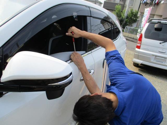 車の凹みをボディーの内側から叩いて直します!!板金が嫌な時にまたお急ぎの時に最適です!!