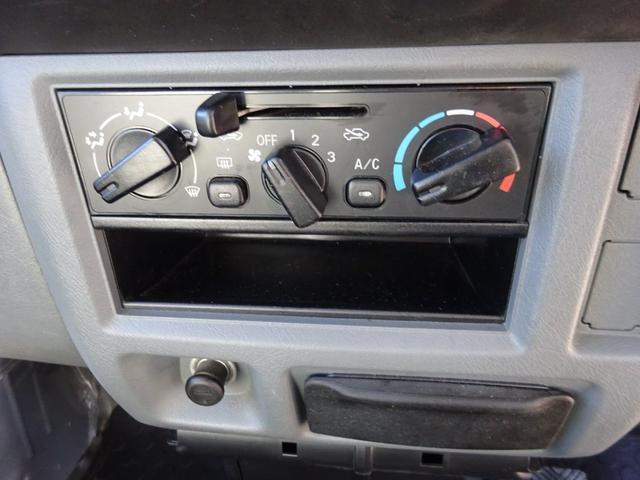 DX 5MT車 社外CDデッキ AUX付 両側スライドドア 集中ドアロック ヘッドライトレベライザー サイドドアバイザー パワーステアリング WSRSエアバック エアコン 取説(23枚目)