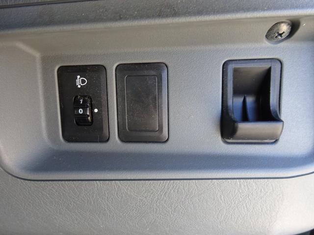DX 5MT車 社外CDデッキ AUX付 両側スライドドア 集中ドアロック ヘッドライトレベライザー サイドドアバイザー パワーステアリング WSRSエアバック エアコン 取説(25枚目)