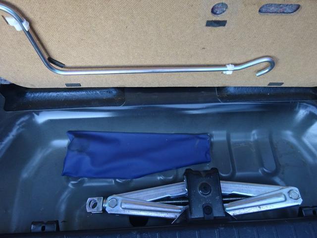 ランドベンチャー 7型 ターボ 4WD 社外CDMDデッキ キーレスキー シートヒーター ミラーヒーター ABS 革巻ステアリング 電格ウィンカーミラー 背面タイヤ フォグライト ヘッドライトレベライザー 純正16AW(37枚目)