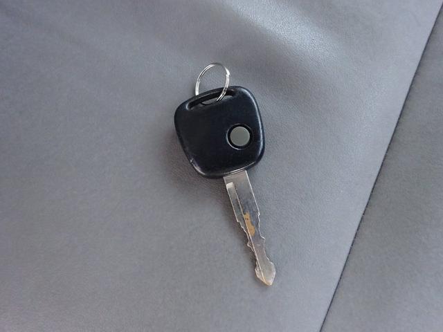 ランドベンチャー 7型 ターボ 4WD 社外CDMDデッキ キーレスキー シートヒーター ミラーヒーター ABS 革巻ステアリング 電格ウィンカーミラー 背面タイヤ フォグライト ヘッドライトレベライザー 純正16AW(69枚目)