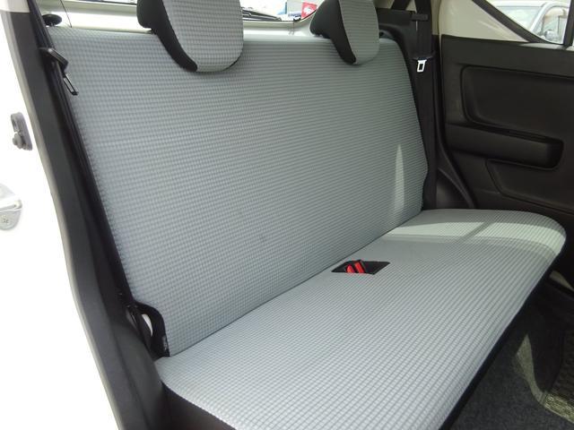 S アイドリングストップ レーダーブレーキサポート シートヒーター キーレスキー VSC タイミングチェーン 電格ミラー 純正CDデッキ AUX付 ヘッドライトレベライザー ABS(31枚目)
