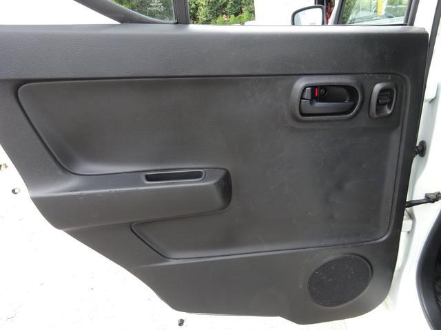 S アイドリングストップ レーダーブレーキサポート シートヒーター キーレスキー VSC タイミングチェーン 電格ミラー 純正CDデッキ AUX付 ヘッドライトレベライザー ABS(40枚目)