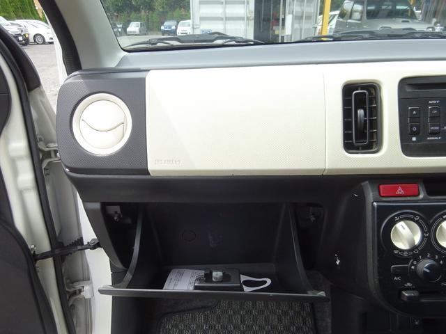 S アイドリングストップ レーダーブレーキサポート シートヒーター キーレスキー VSC タイミングチェーン 電格ミラー 純正CDデッキ AUX付 ヘッドライトレベライザー ABS(50枚目)