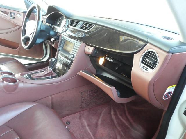 ◆内装◆内装はとてもスタイリッシュで、 広々とした空間で落ち着いていて、 高級感溢れる内装です。シートのフィット感も良く、乗り心地は最高です!!