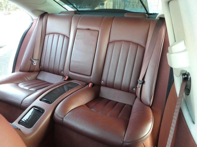 レザーシートのフィット感も良く、乗り心地は最高です