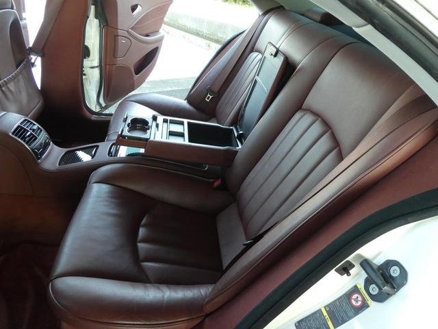 ◆後部座席◆綺麗な車内はついついお友達を乗せてドライブに行きたくなりますね!お友達にも快適な空間を提供してみませんか?