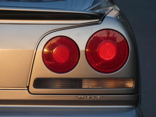 25GT-V 5速マニュアル 1オーナー車 タイベル・クラッチ・イグニッションコイル・プラグ・ラジエーター日産にて交換済み 機関良良好車 クラッチ本当軽い(59枚目)