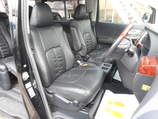 しっかりしたフロントシートです。もちろんへたりや破れはございません。体にフィットする構造で長時間のドライブも快適に過ごせます!